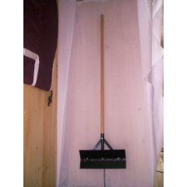 Barn Scraper w/ Reversible Blade / Size (24 in. / Black) Best Price