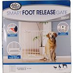 Designed to contain pet in one area. Features an easy to use foot release siumply pulling up withyour foot but cant be realeased by pets . For added convience a push/pull lever at the top allows for single hand operation. Features an all metal design wth